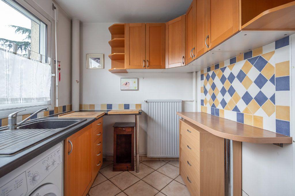 Appartement à louer 3 63.8m2 à Joinville-le-Pont vignette-5