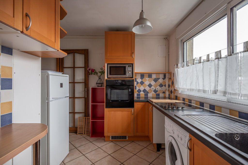 Appartement à louer 3 63.8m2 à Joinville-le-Pont vignette-6