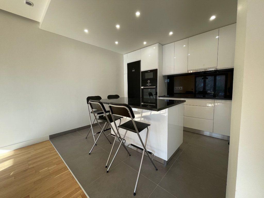 Maison à vendre 6 155.21m2 à Joinville-le-Pont vignette-3