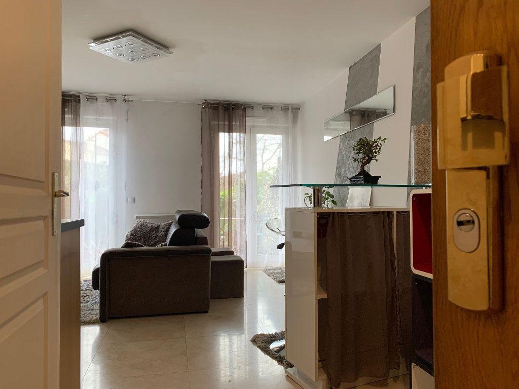 Appartement à louer 1 30m2 à Neuilly-Plaisance vignette-1
