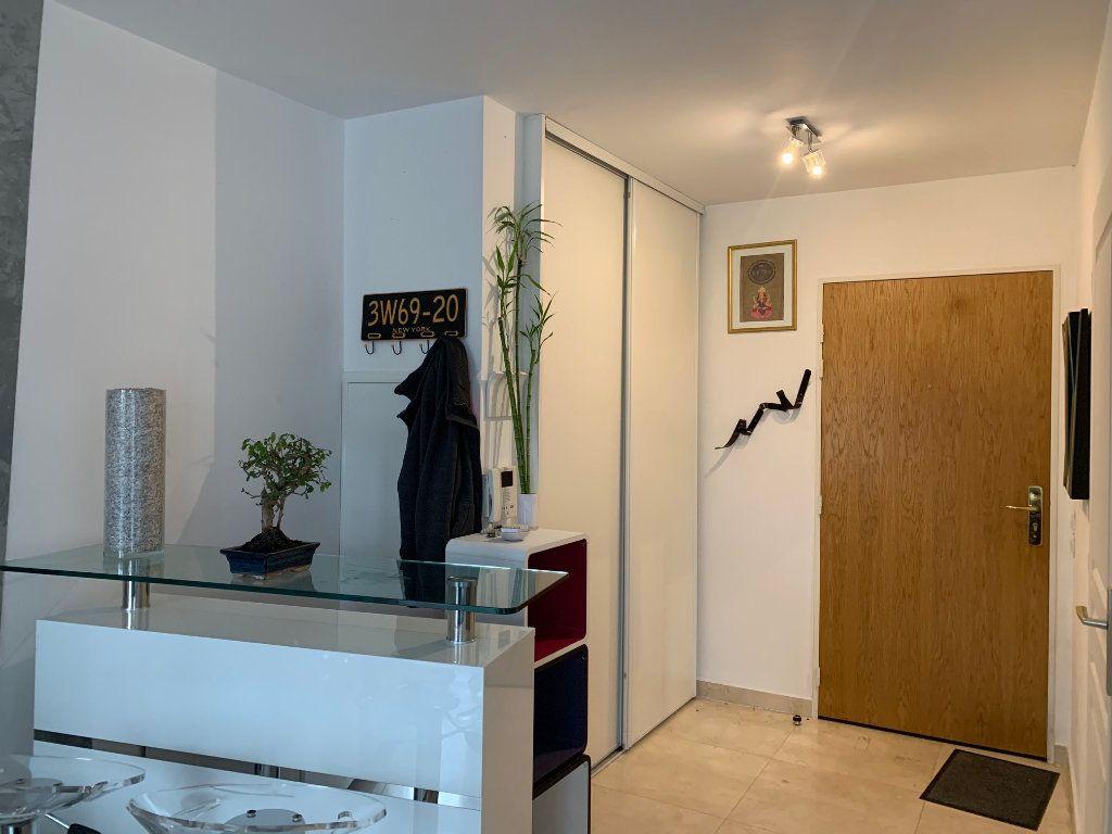 Appartement à louer 1 30m2 à Neuilly-Plaisance vignette-2