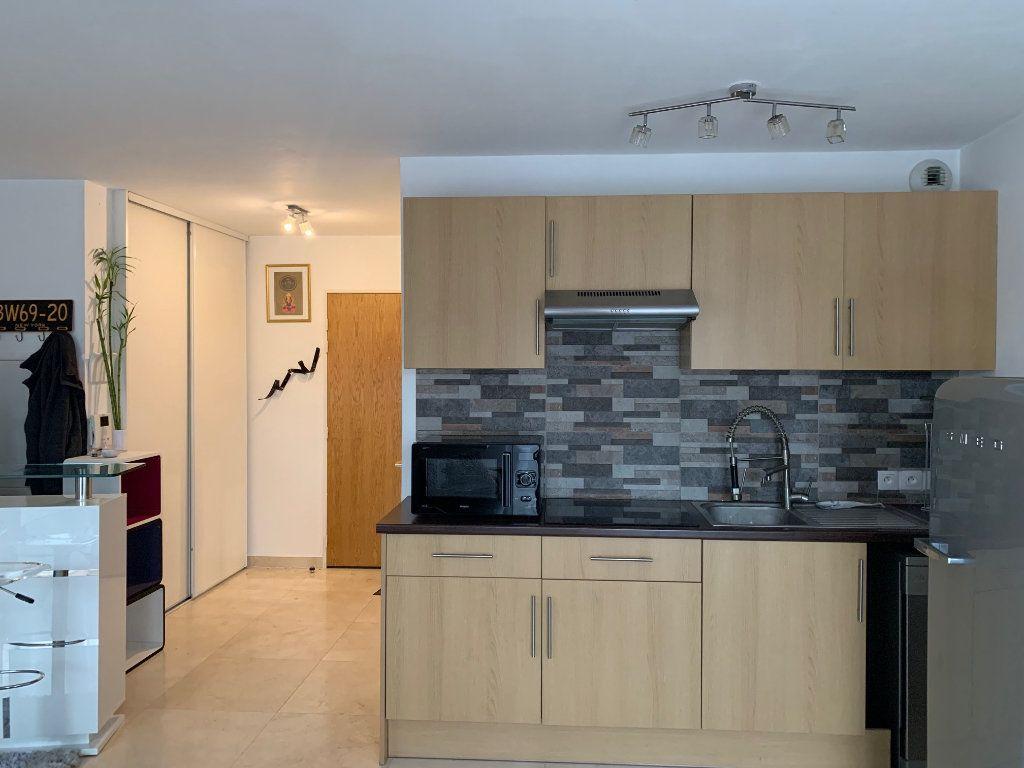 Appartement à louer 1 30m2 à Neuilly-Plaisance vignette-3