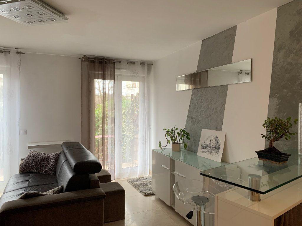 Appartement à louer 1 30m2 à Neuilly-Plaisance vignette-4