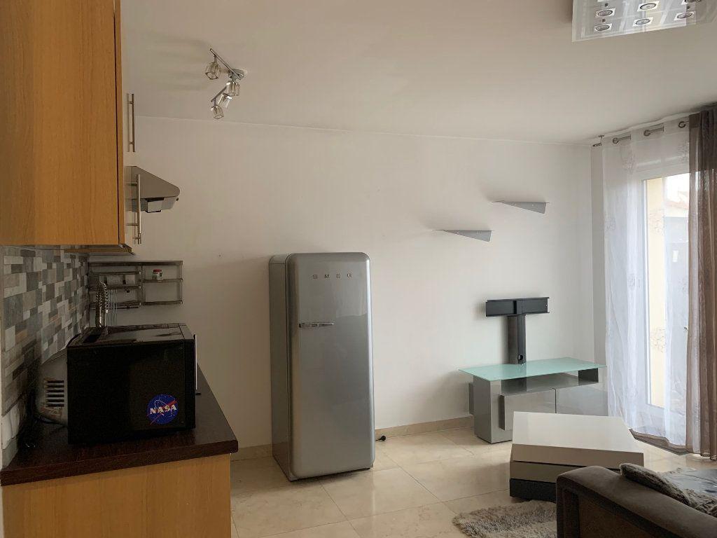 Appartement à louer 1 30m2 à Neuilly-Plaisance vignette-5