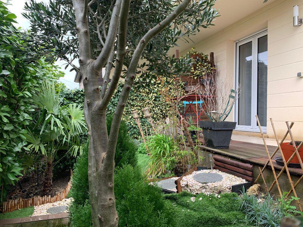 Appartement à louer 1 30m2 à Neuilly-Plaisance vignette-8