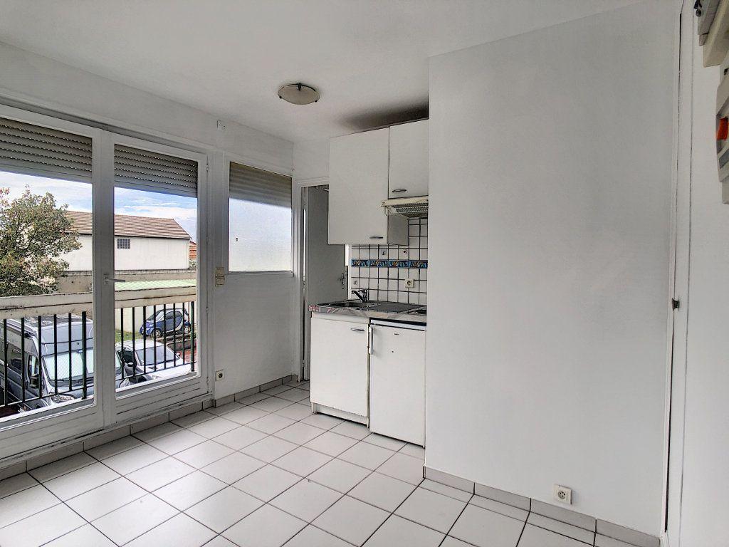 Appartement à louer 1 12.98m2 à Saint-Maur-des-Fossés vignette-4