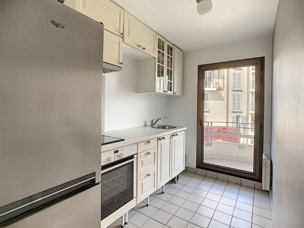 Appartement à louer 2 43.82m2 à Joinville-le-Pont vignette-3