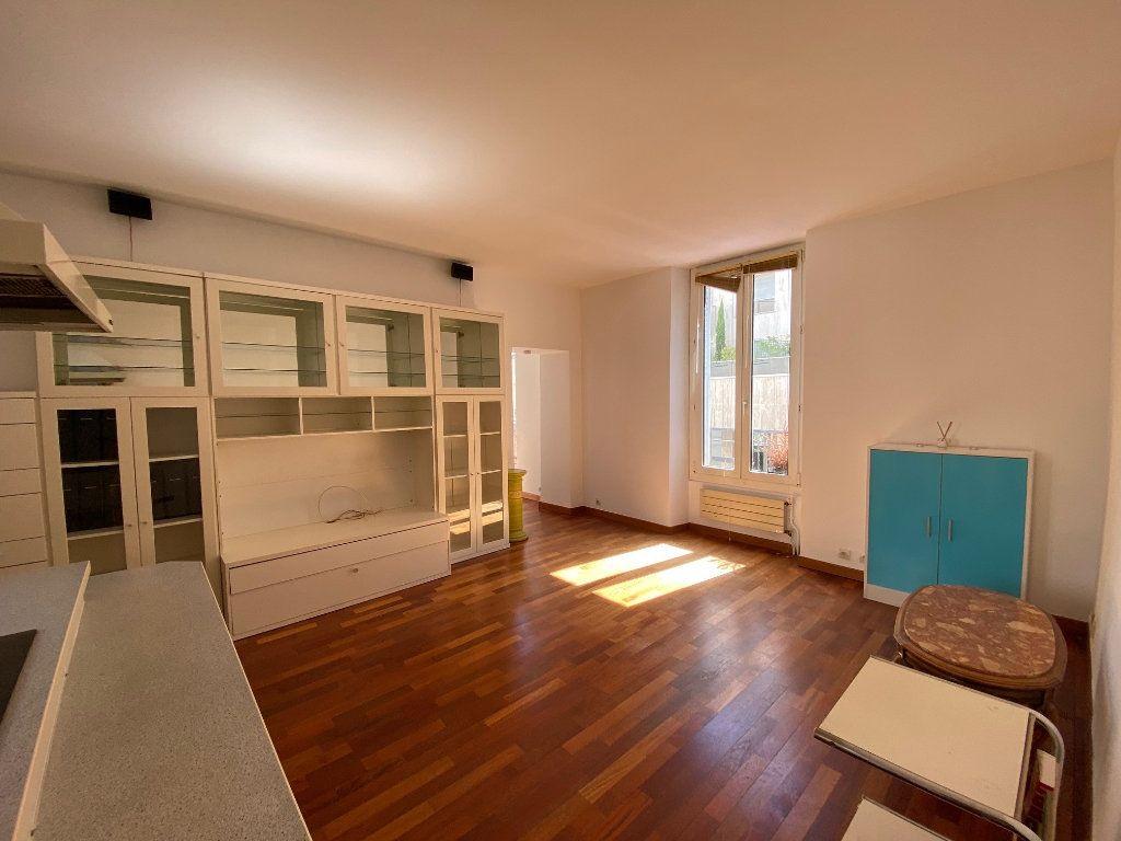 Appartement à louer 2 50m2 à Neuilly-sur-Seine vignette-2