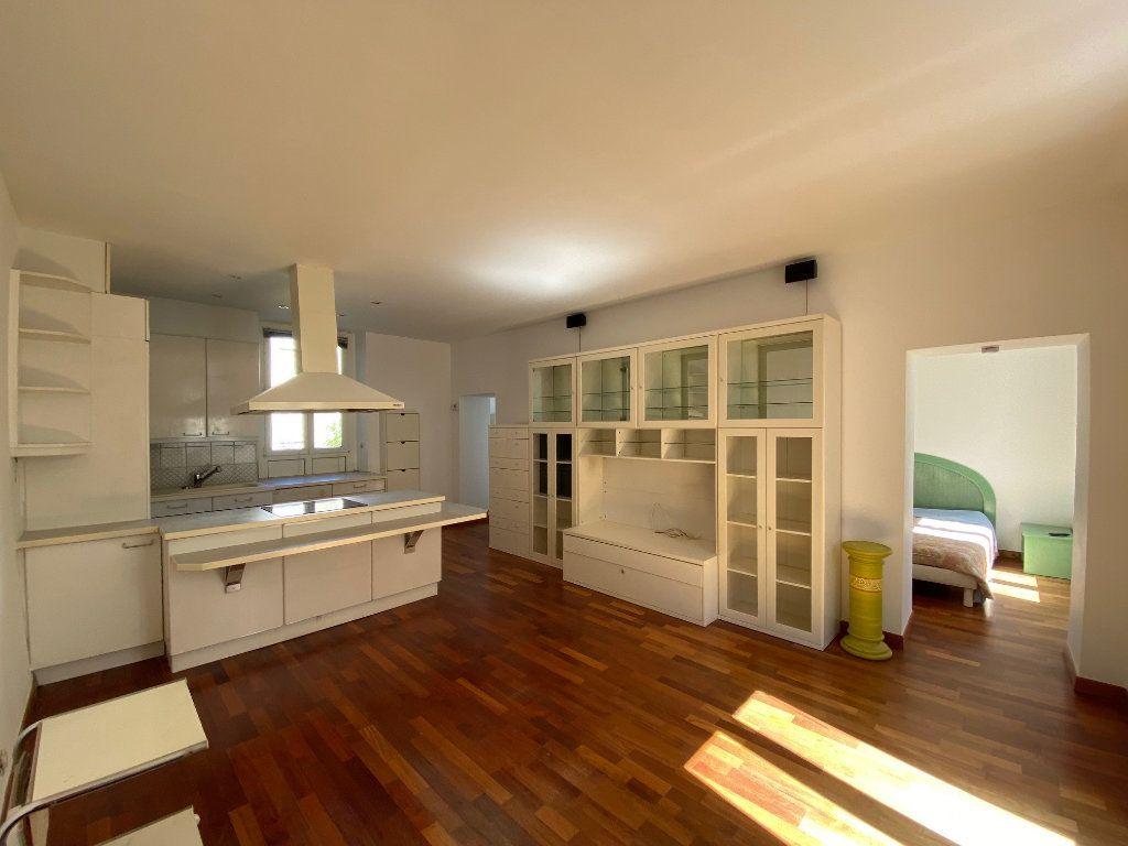 Appartement à louer 2 50m2 à Neuilly-sur-Seine vignette-3