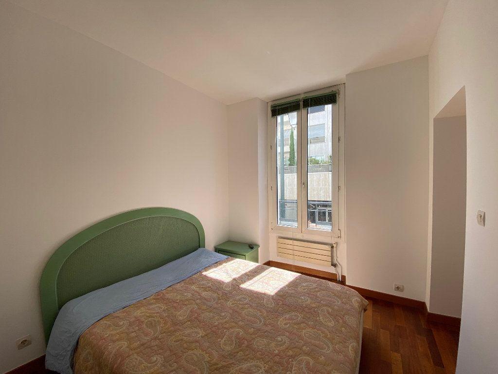 Appartement à louer 2 50m2 à Neuilly-sur-Seine vignette-8