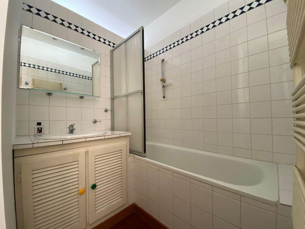 Appartement à louer 2 50m2 à Neuilly-sur-Seine vignette-9