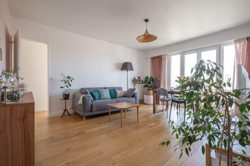 Appartement à vendre 3 61.59m2 à Joinville-le-Pont vignette-1