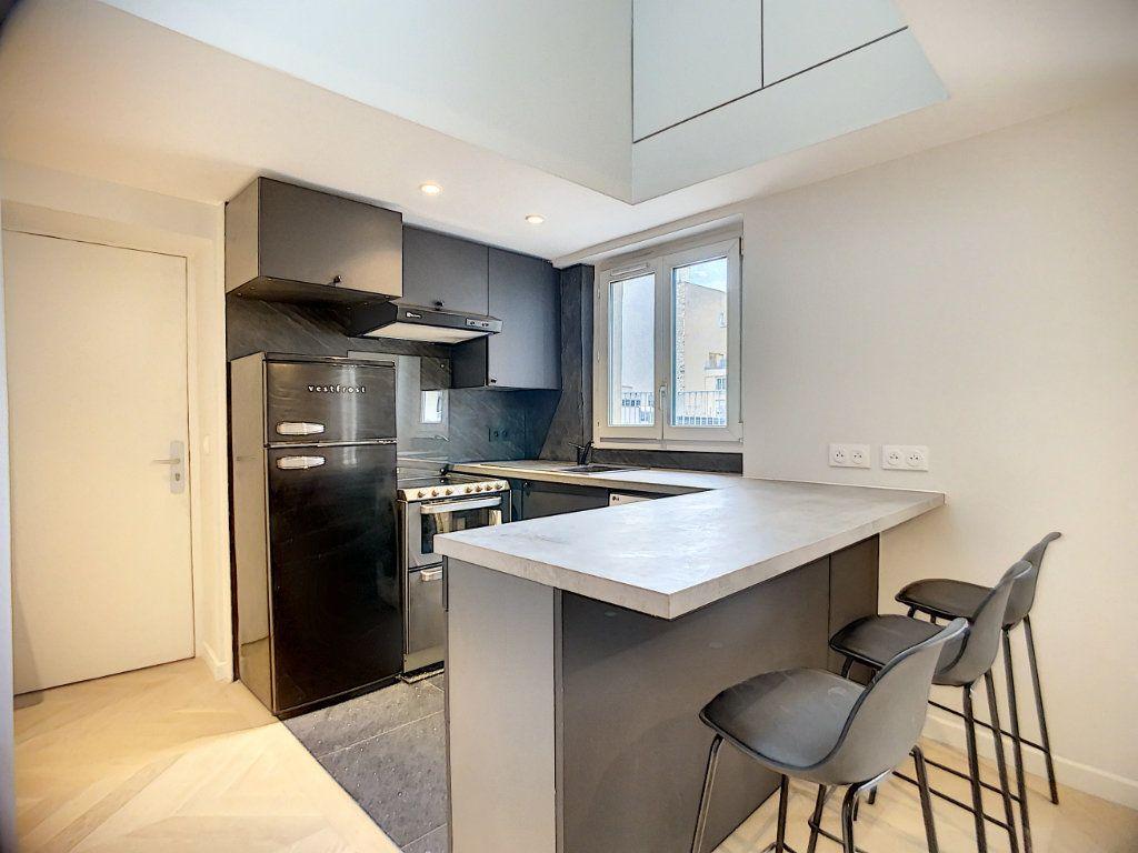 Appartement à louer 3 42.36m2 à Paris 12 vignette-1