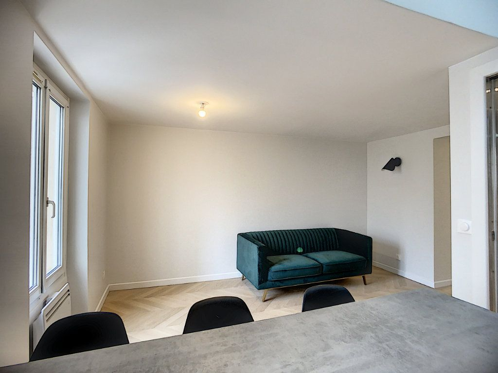 Appartement à louer 3 42.36m2 à Paris 12 vignette-4