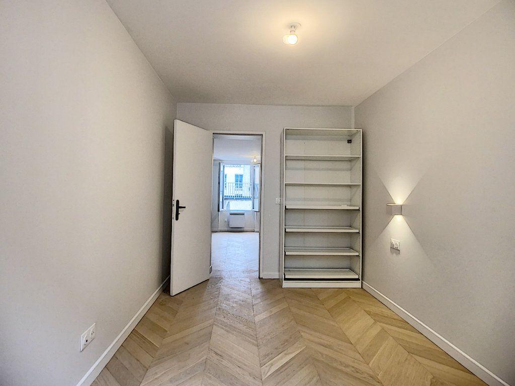 Appartement à louer 3 42.36m2 à Paris 12 vignette-11