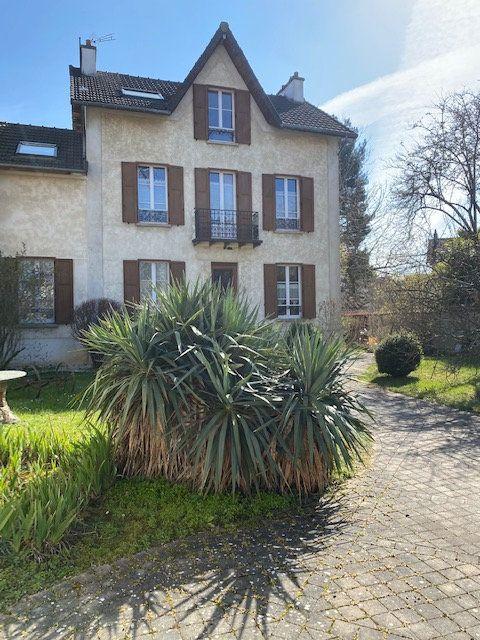 Maison à vendre 8 175m2 à Saint-Maur-des-Fossés vignette-1