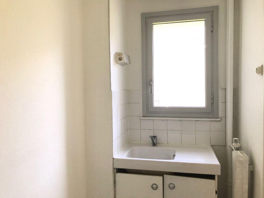 Appartement à louer 1 26m2 à Paris 19 vignette-3