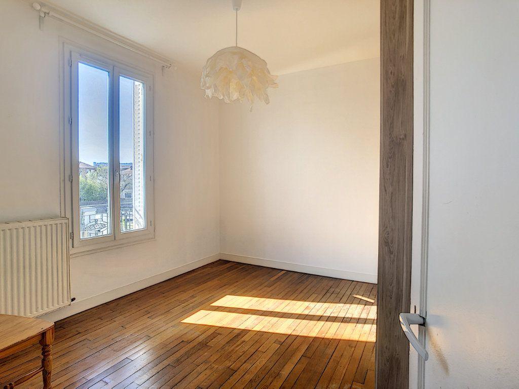 Appartement à louer 3 49.25m2 à Créteil vignette-9