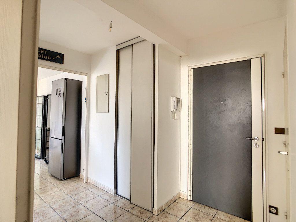 Appartement à louer 2 53.68m2 à Joinville-le-Pont vignette-3
