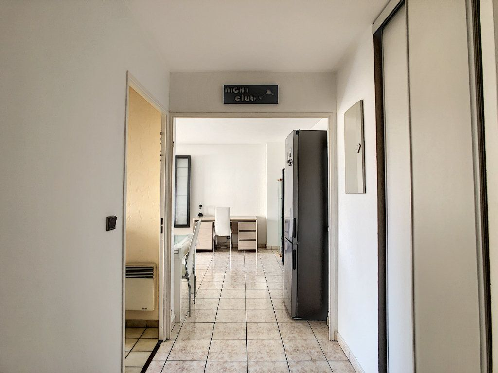 Appartement à louer 2 53.68m2 à Joinville-le-Pont vignette-4