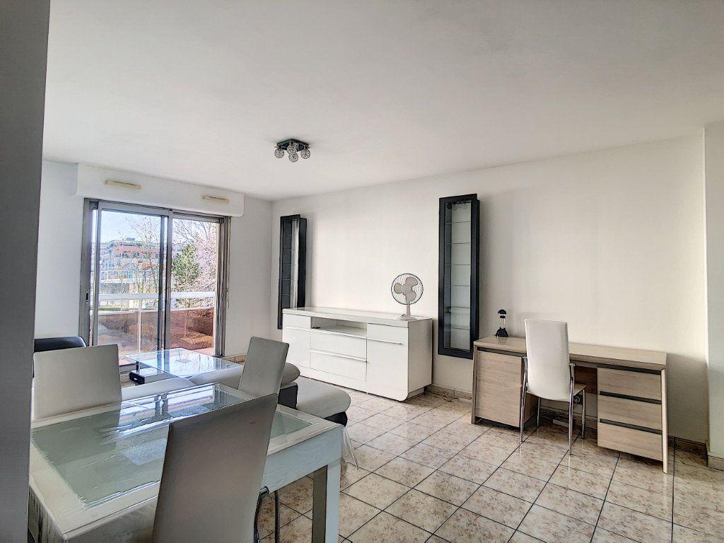Appartement à louer 2 53.68m2 à Joinville-le-Pont vignette-5