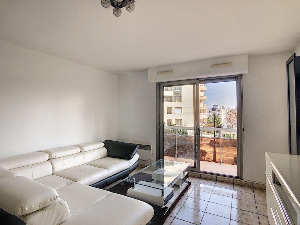 Appartement à louer 2 53.68m2 à Joinville-le-Pont vignette-7