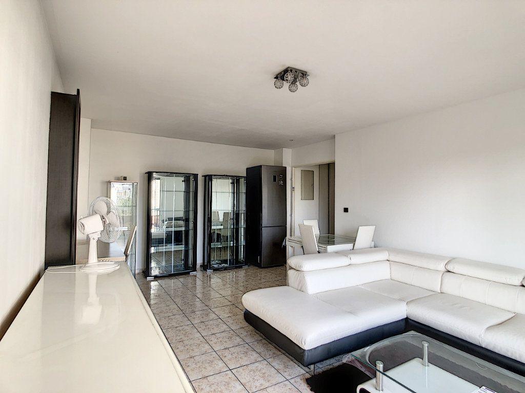 Appartement à louer 2 53.68m2 à Joinville-le-Pont vignette-8