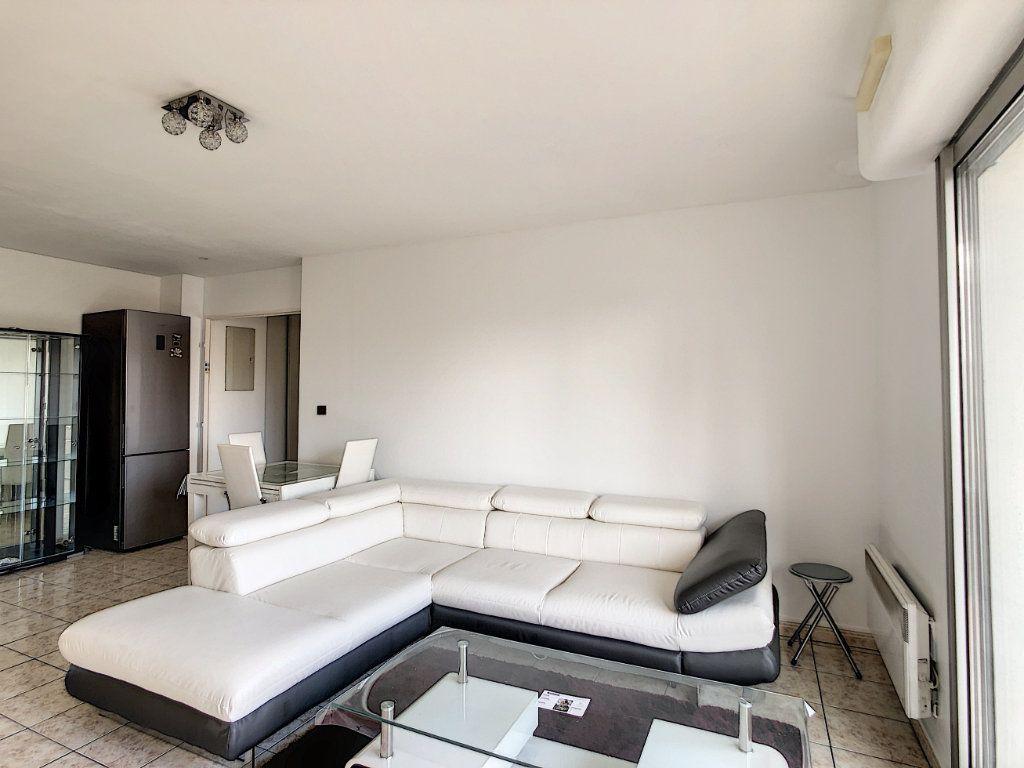 Appartement à louer 2 53.68m2 à Joinville-le-Pont vignette-9