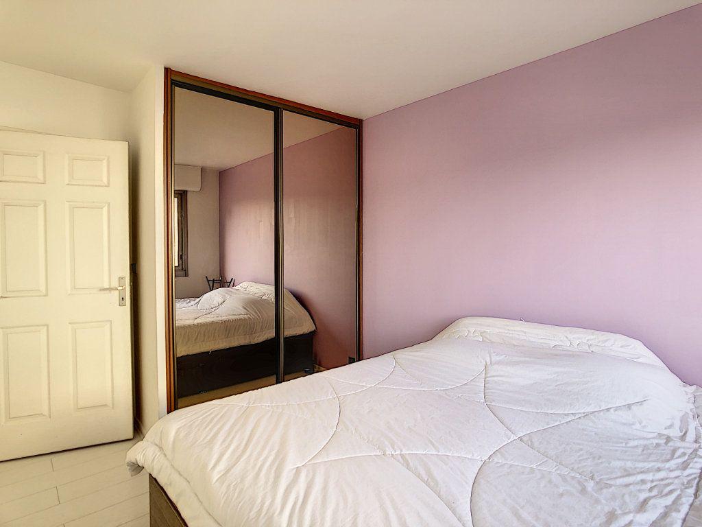Appartement à louer 2 53.68m2 à Joinville-le-Pont vignette-11