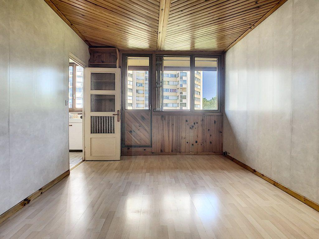 Appartement à louer 3 42.3m2 à Créteil vignette-2