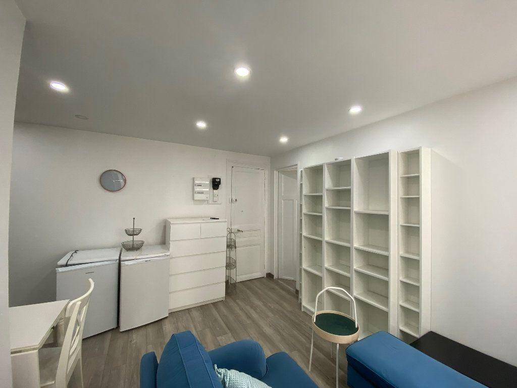 Appartement à louer 2 28m2 à Colombes vignette-2