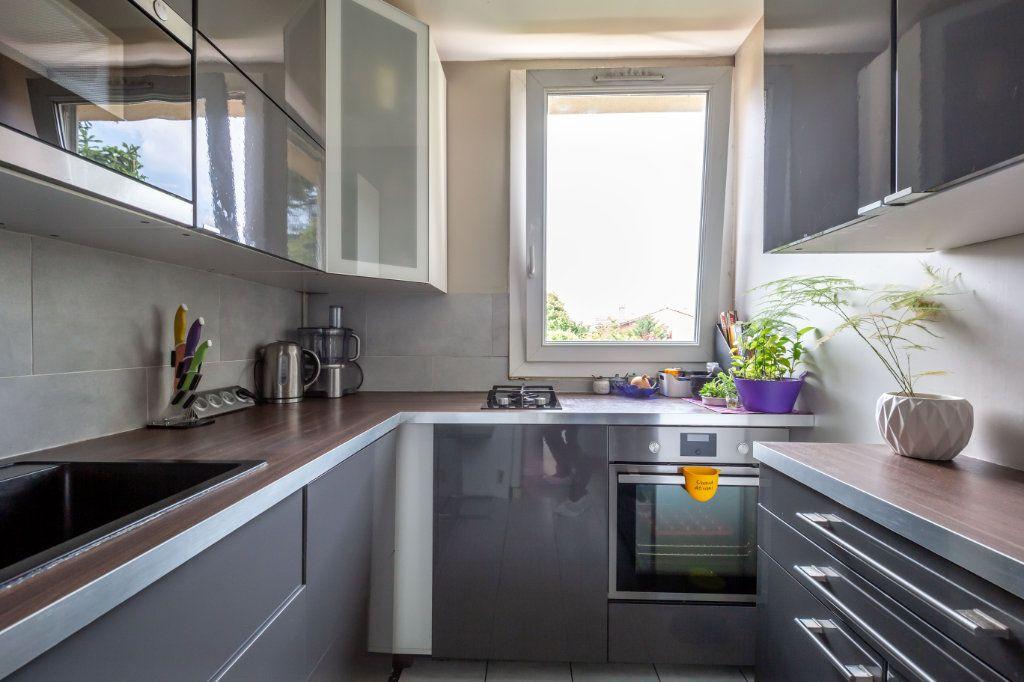 Appartement à vendre 4 64.45m2 à Joinville-le-Pont vignette-1