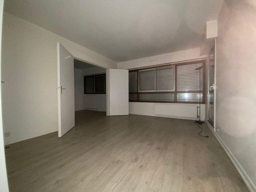 Appartement à louer 3 54.59m2 à Créteil vignette-3