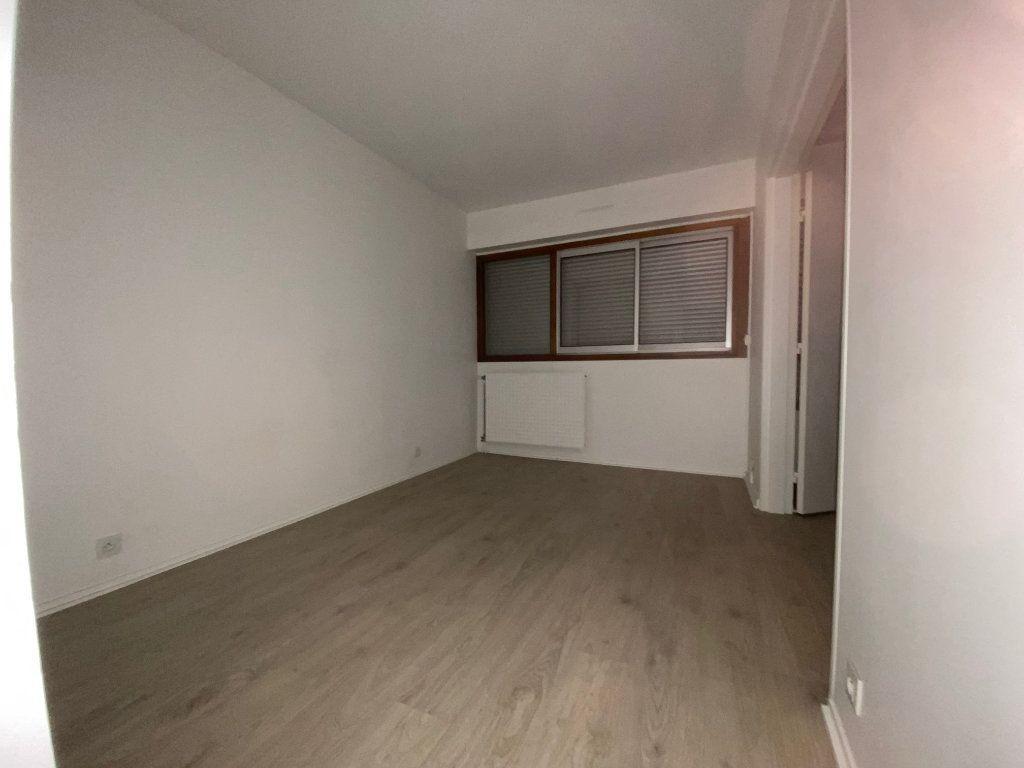 Appartement à louer 3 54.59m2 à Créteil vignette-4