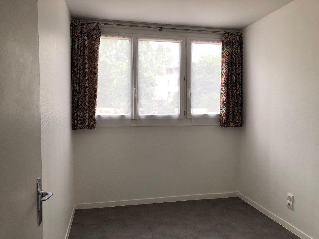 Appartement à louer 2 45.9m2 à Créteil vignette-8
