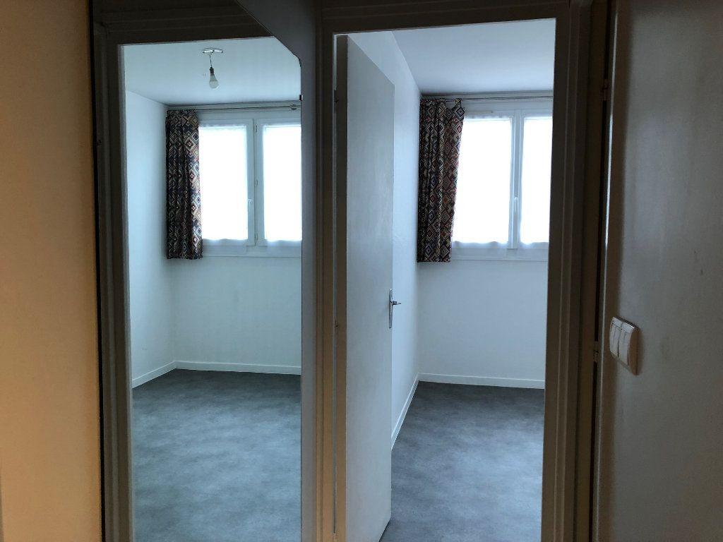 Appartement à louer 2 45.9m2 à Créteil vignette-11