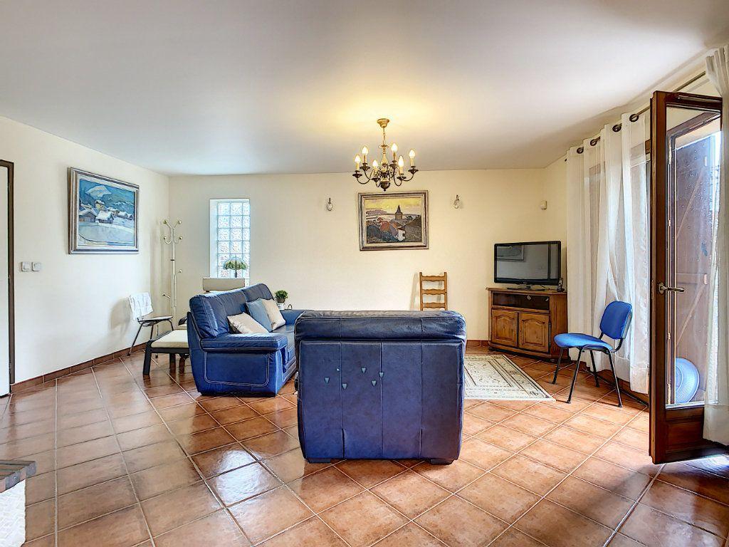 Maison à louer 5 115m2 à Champigny-sur-Marne vignette-3