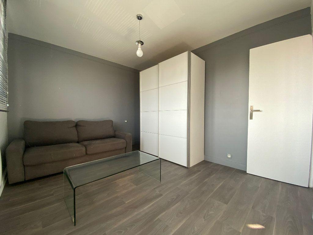 Appartement à louer 2 29m2 à Valenton vignette-1