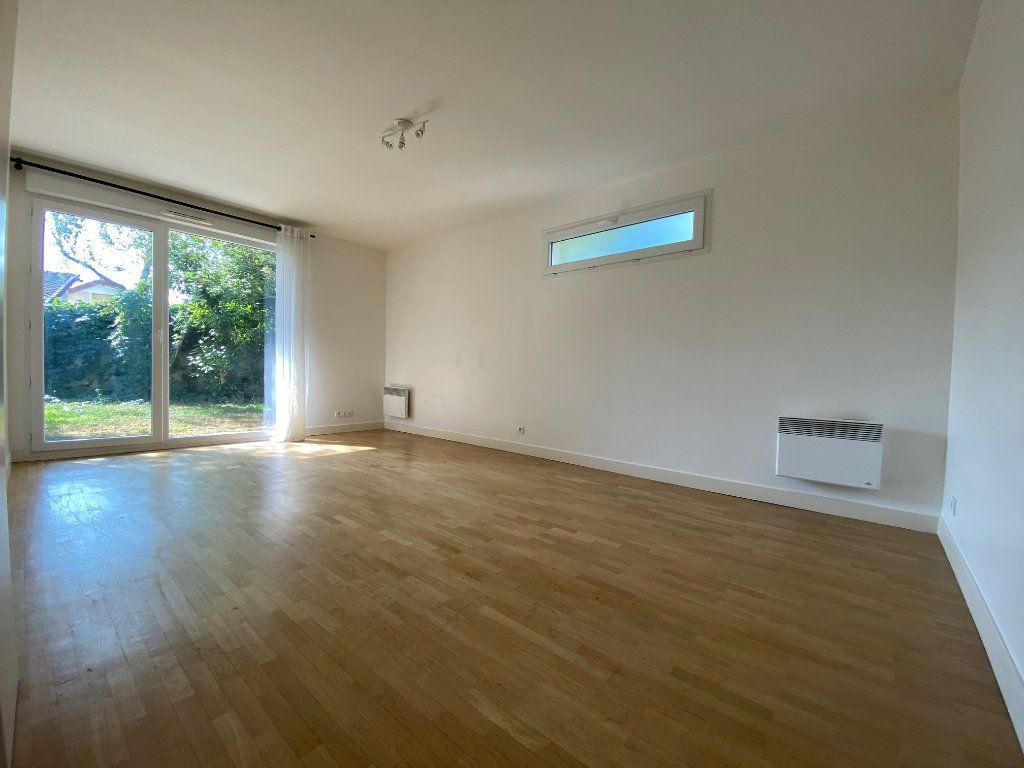 Appartement à louer 2 44.8m2 à Créteil vignette-1