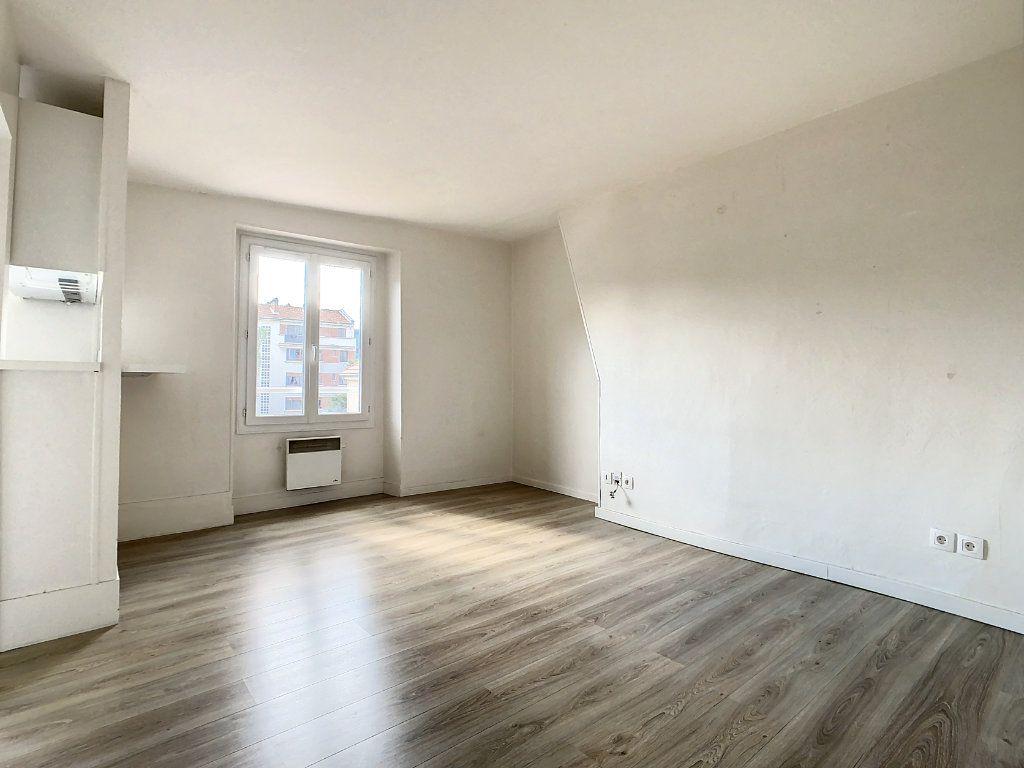 Appartement à louer 3 50.5m2 à Créteil vignette-1