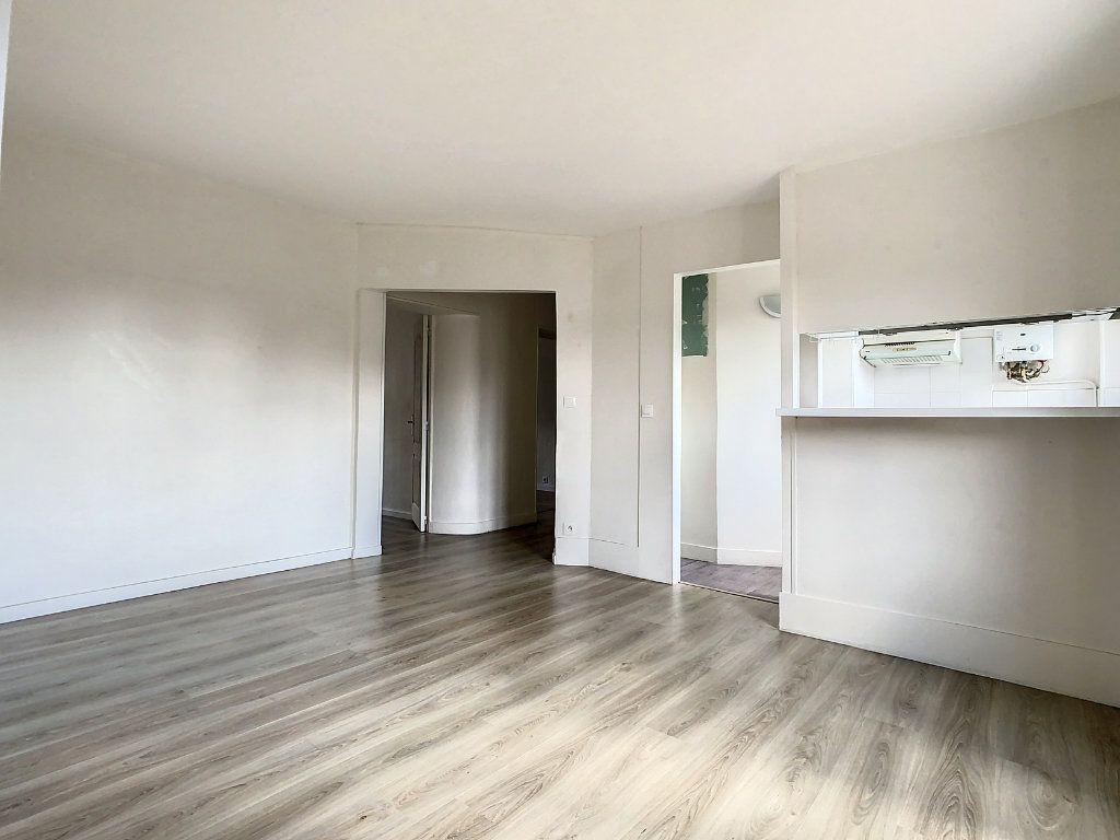 Appartement à louer 3 50.5m2 à Créteil vignette-2