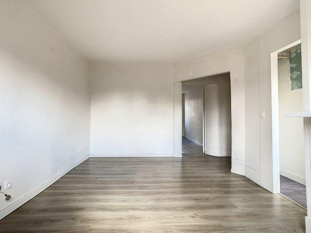 Appartement à louer 3 50.5m2 à Créteil vignette-3