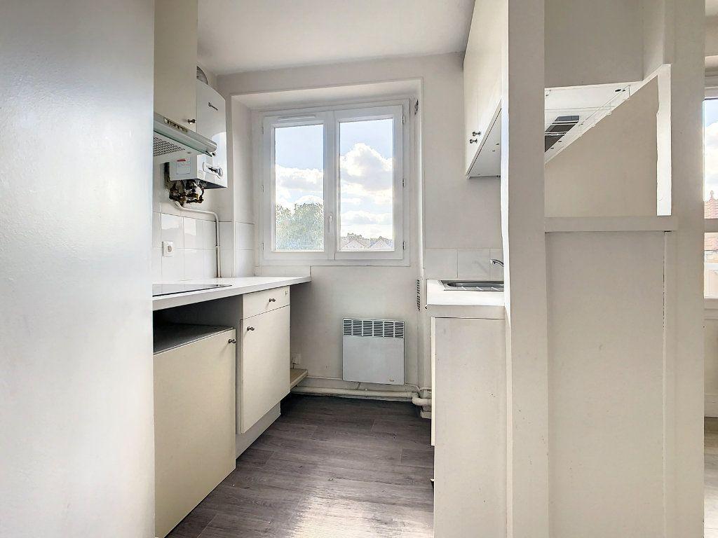 Appartement à louer 3 50.5m2 à Créteil vignette-4