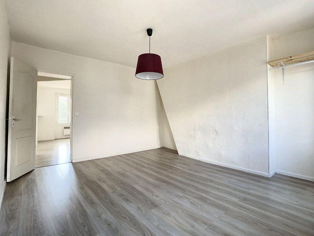 Appartement à louer 3 50.5m2 à Créteil vignette-6