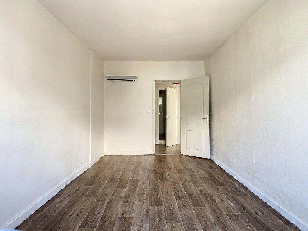 Appartement à louer 3 50.5m2 à Créteil vignette-9