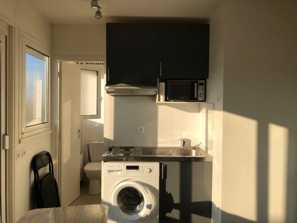 Appartement à louer 1 12.98m2 à Saint-Maur-des-Fossés vignette-3