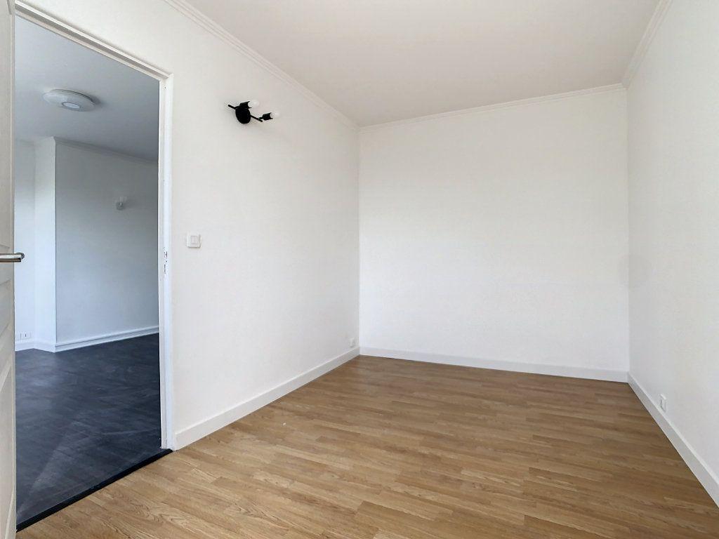 Appartement à louer 4 60.35m2 à Champigny-sur-Marne vignette-5