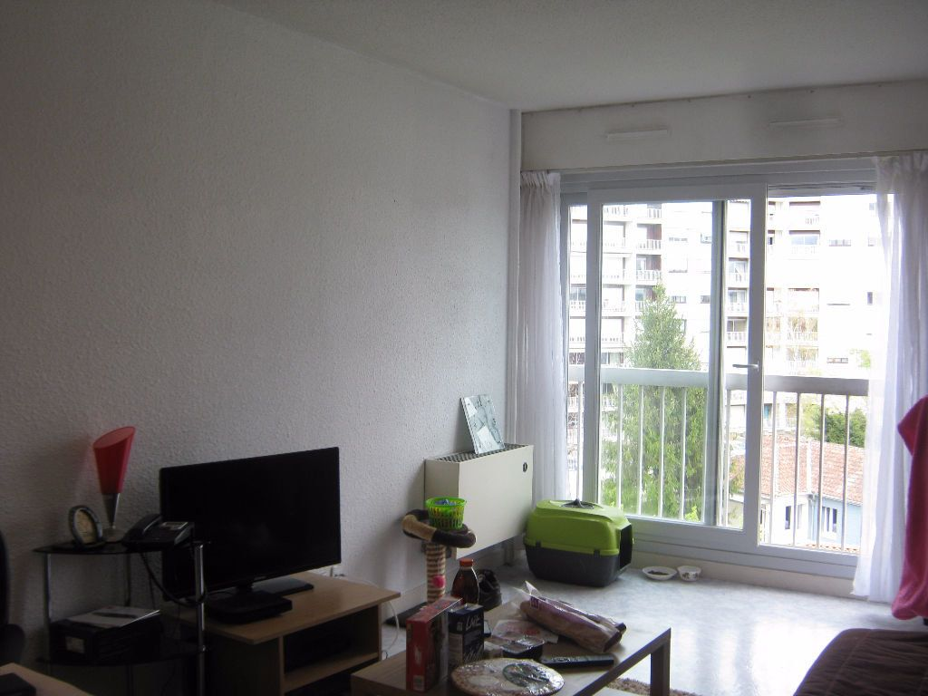 Appartement à louer 1 28m2 à Limoges vignette-1