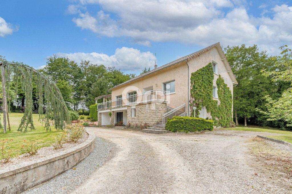 Maison à vendre 8 252.37m2 à Nantiat vignette-2