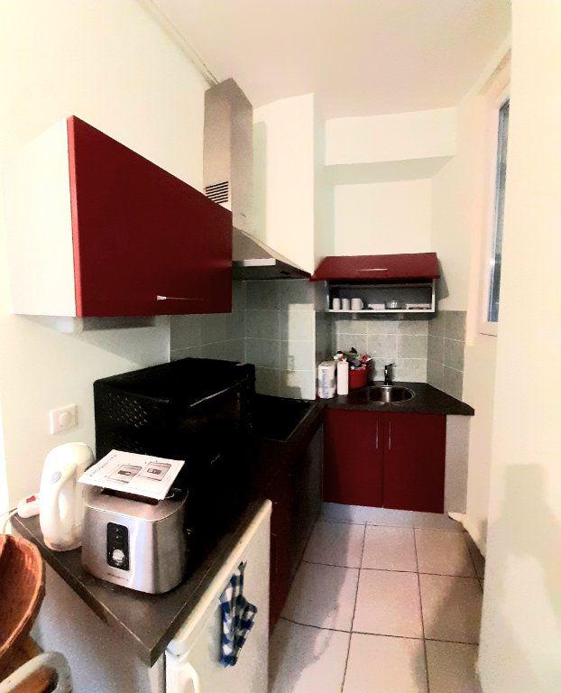 Appartement à louer 2 28.6m2 à Limoges vignette-2